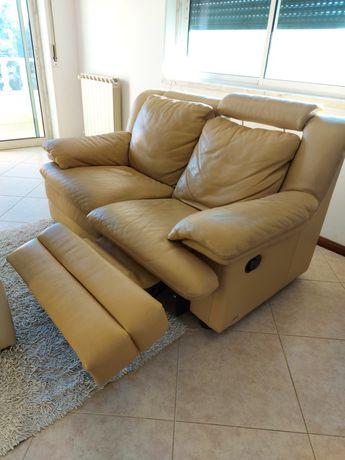 Sofa de 2 lugares em Pele