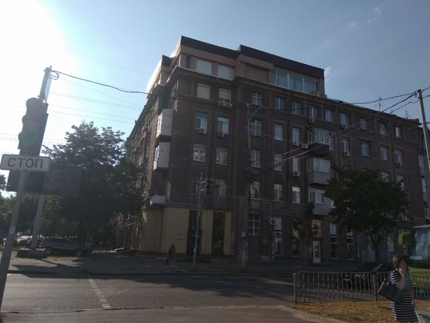 Продам 4-х комнатную квартиру в Центре (ок)