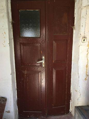 Двери деревянные разные уличные и межкомнатные