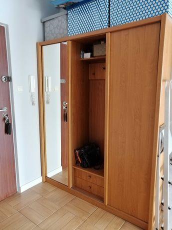 Sprzedam szafę z drzwiami przesuwnymi