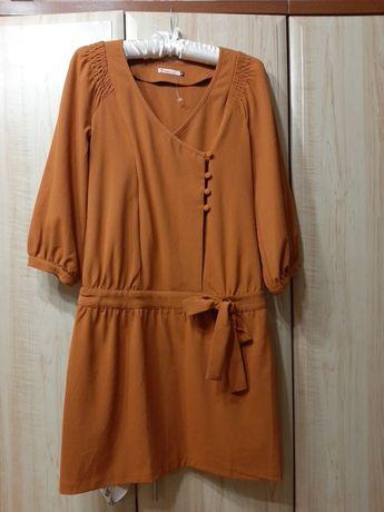 Тёплое офисное платье тёплого цвета