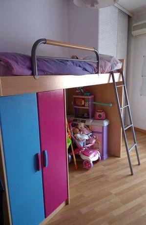 Cama alta com armário