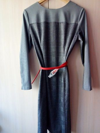 Платье офисное размер 50 отличная посадка!