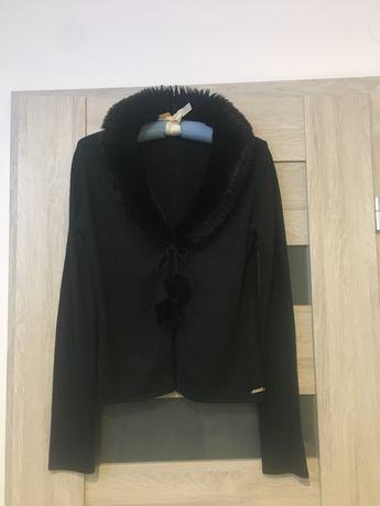Sweterek wiązany