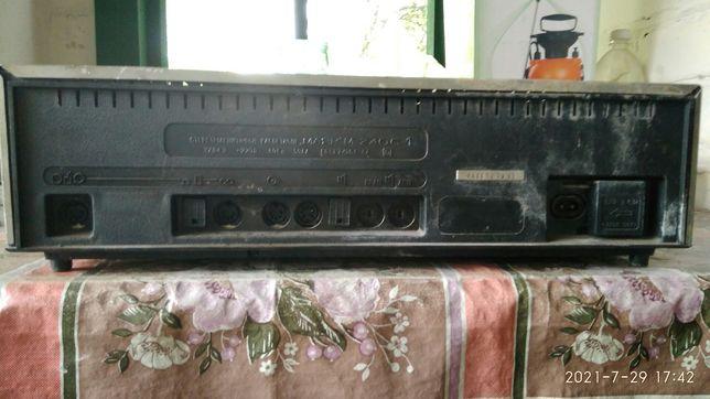 "Продам радио "" Маяк"" 240 С -1"