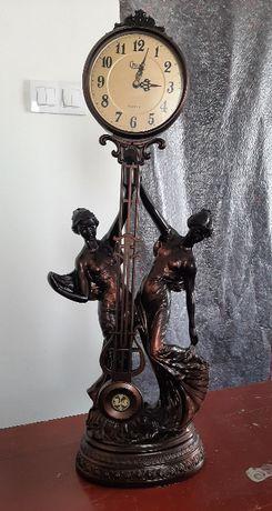 Zegar marki Crosa z figurką