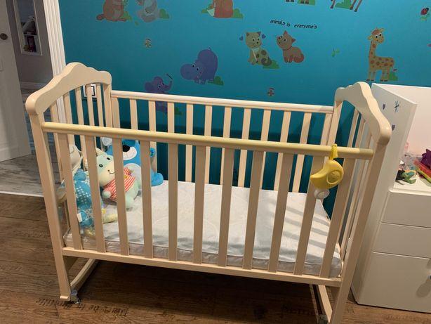 Кроватка деревянная с матрацем и постельным бельём в комплекте