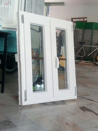 Janela branca em PVC