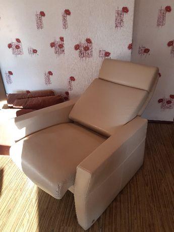 Fotel z funkcją rozkładania w skórze