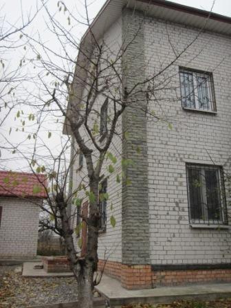 Обмен дом,дача 180 кв на 2-3 к.кв левый берег.