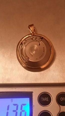 Pendente em ouro 18kt,c/ máquina swiss nade,peso total ,13.6 gr,único