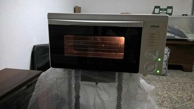 Forno Eletrico antigo mas em perfeito funcionamento + Micro Ondas