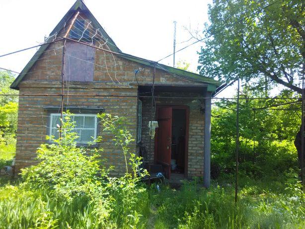 Продам земельный участок с маленьким домиком в черте города