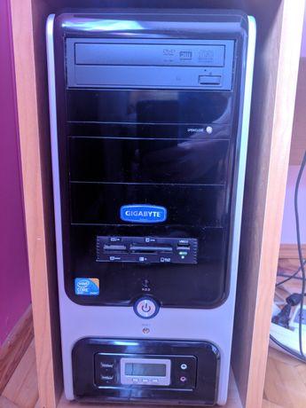 Zestaw komputerowy 4 GB RAM 4x2,5 GHz monitor mysz klawiatura