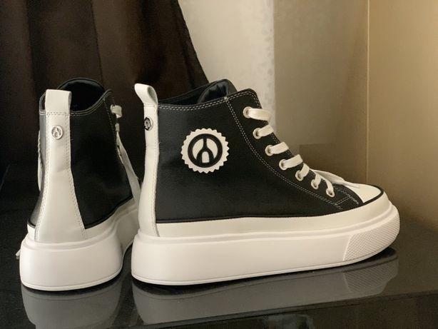 Новые оригинальные ботинки кеды The Wishbone