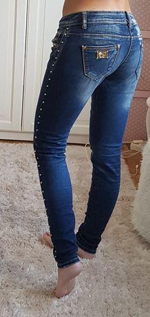 Jeansy z dżetami