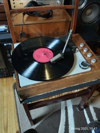 Gramofon z PRL WG581F