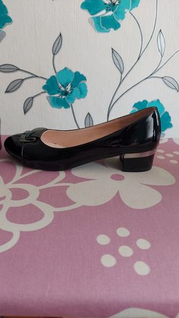 Buty lakierowane damskie