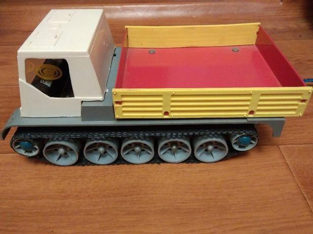 Игрушка детская вездеход тягач СССР с пультом управления