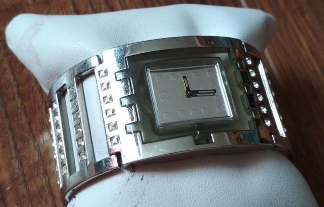 Swatch часы женские, Швейцария, со стразами на стальном браслете