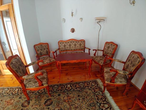 Stylizowane drewniane meble
