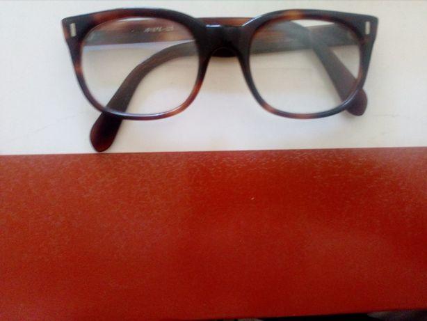 óculos vintage em massa