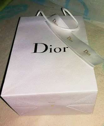 Saco da Dior com fita em cetim lacrada