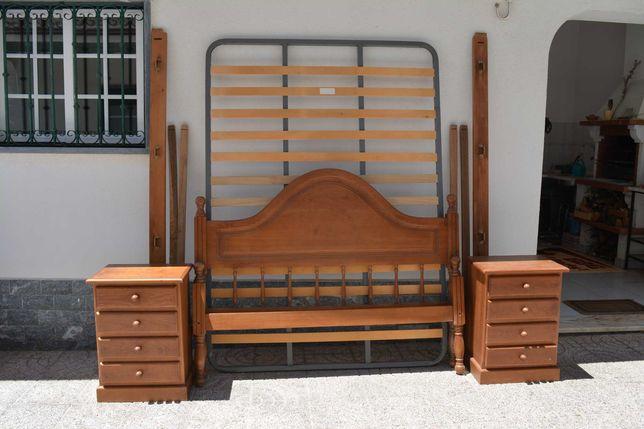 Cama de casal, colchão e mesinhas