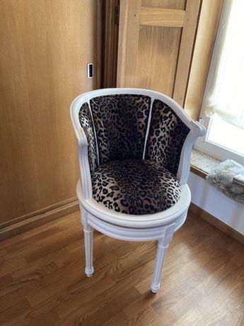 Cadeira lacada rotativa / móvel recuperado