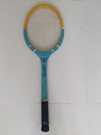 Теннисна  ракетка