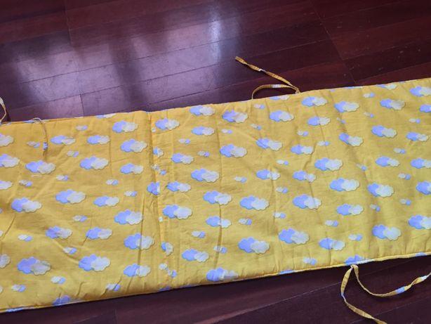 protecção almofadada de cama / grades, em muito bom estado, como nova