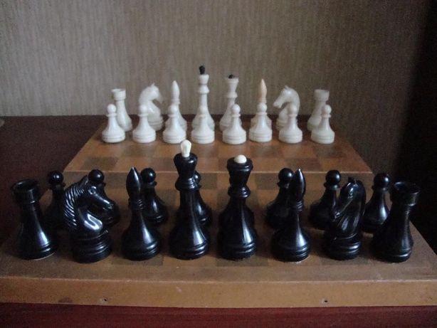 продам шахматы в наборе.