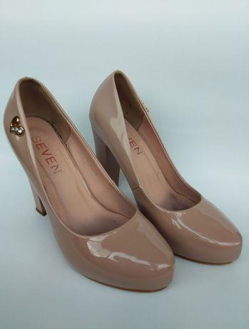 Туфлі на високих підборах