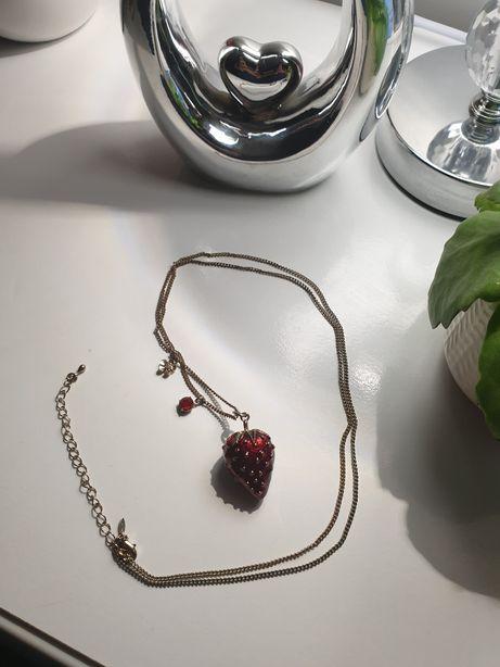 Naszyjnik z wisiorkiem truskawka złoto