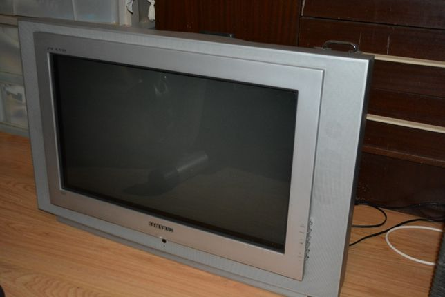 """Tv analógica Samsung 26"""" cinzenta em bom estado"""