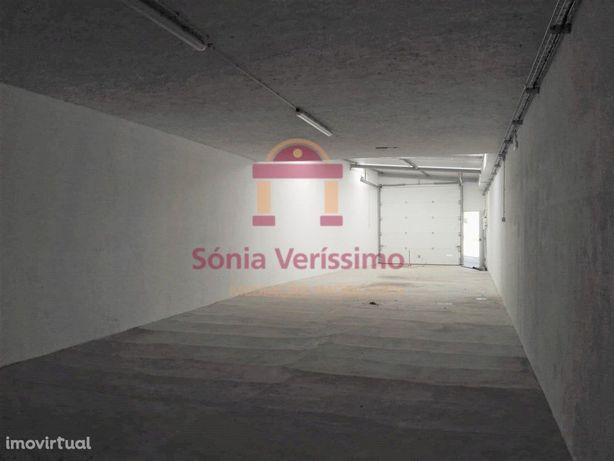 Armazém, 240m2, 2 pisos, escritório, WC