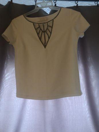 Elegancka biała bluzka ze zdobieniami