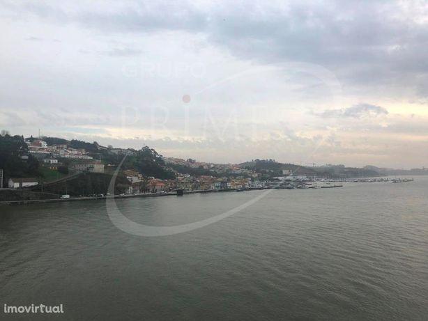 Apartamento T2 com duas suites com o rio Douro a seus pés...
