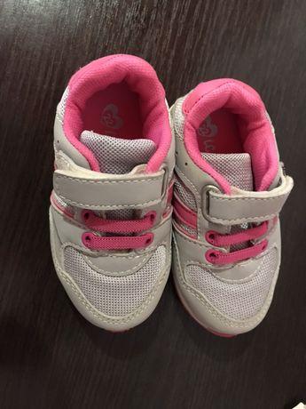 Брендовые кроссовки для принцессы