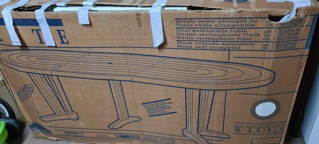 Mesa jardim c/ cadeiras guarda-sol e espreguiçadeira.