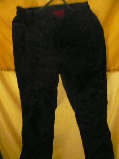 Продам теплые брюки на мальчика 10 лет
