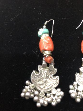 Brincos em prata e pedras semipreciosas