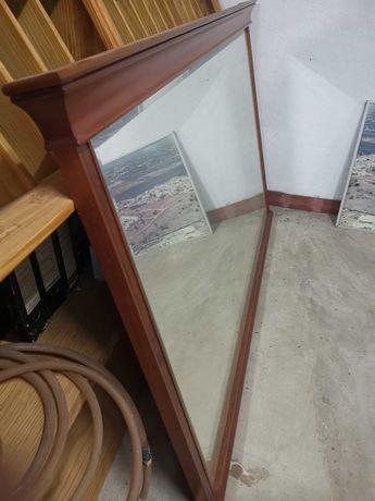 Espelho com moldura cerejeira