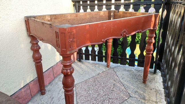 Stary stół bez blatu