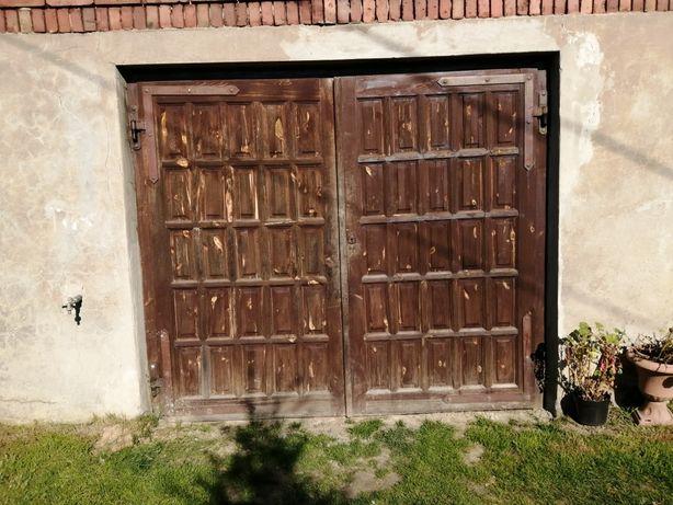 Drzwi garażowe ocieplone