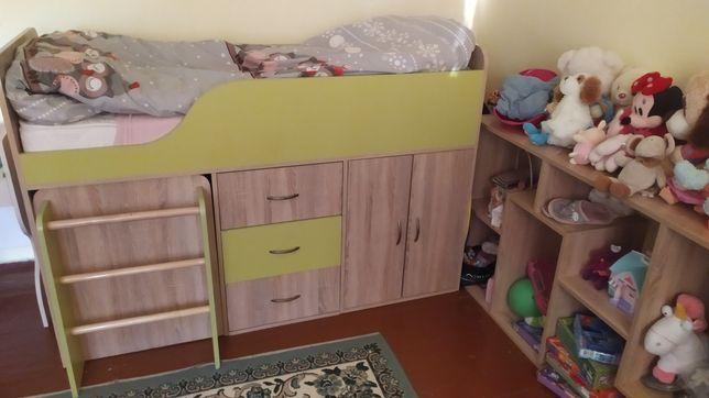 Ліжко дитяче зі сходинками