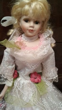 Кукла фарфоровая без подставки