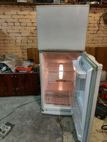 Продам двухкамерний холодильник LG.