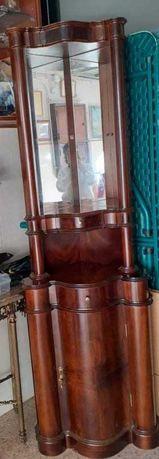 Móvel de canto em madeira