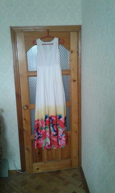 Платье нарядное.Разм S.
